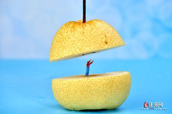 微缩摄影切开的梨